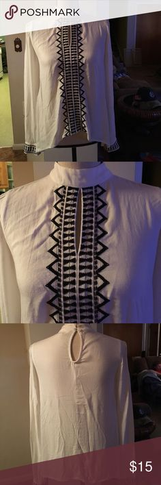"""ADORABLE Sun & Shadow embroidered boho top XS Adorable and lightweight white with blue embroidery along front and sleeves, boho blouse from Nordstroms. Brand is a Sun and Shadow. Keyhole front and keyhole back with two button closure. 100% viscose: measures 25"""" at highest and 22"""" at longest point. Size XS. Loose and flowy. Bundle offer and save! Fast shipping! Nordstrom Tops Blouses"""
