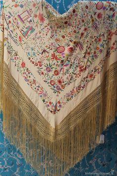 Antigüedades: Mantón de Manila antiguo en seda natural bordado a mano con fleco de seda anudado a mano (M.ANT-16) - Foto 2 - 57920823