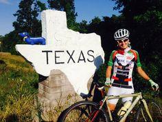 Paola Gianotti arriva in Texas felice e in compagnia di una mascotte speciale, il #bassotto di #IBLBanca