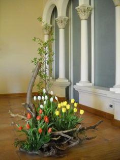 Ikebana Flower Arrangement, Church Flower Arrangements, Floral Arrangements, Hotel Lobby Design, Cascade Bouquet, Deco Floral, Topiary, Cut Flowers, Inspiration