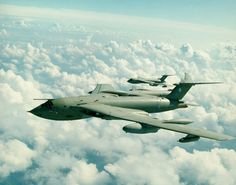 The Handley Page Victor was a futuristic-looking strategic bomber with four turbojet (later turbofan) engines buried in the thick wing roots Handley Page Victor, Bomber Plane, Jet Plane, Military Jets, Military Aircraft, Ww2 Aircraft, De Havilland Vampire, Radio Controlled Aircraft, V Force