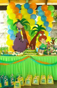 Un cumpleaños de Pebbles Twin First Birthday, Little Girl Birthday, 2nd Birthday Parties, Baby Birthday, Pebbles Y Bam Bam, Os Flinstones, Pebbles Flintstone, Yabba Dabba Doo, Birthday Photos
