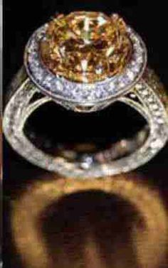 Carrie Underwood Engagement Ring #ring #engagement #diamond #bling http://www.mood-ringcolormeanings.com/carrie-underwood-engagement-ring.html