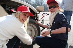 Epreuve originale de montage-démontage de roues ! #teambuilding #fun #cohésion #2CV Team Building, Riding Helmets, Montage, Wheels, Women