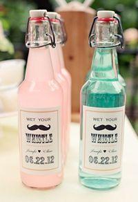 Botellas de bebidas caseras para deleitar a los invitados de boda