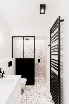 Bathroom design by ft our Mpl 210 terrazzo tiles and slabs. Bathroom design by ft our Mpl 210 terrazzo tiles and slabs. Beautiful Bathrooms, Modern Bathroom, Small Bathroom, Master Bathroom, Bathroom Renos, Budget Bathroom, Bathroom Interior Design, Home Interior, Interior Modern