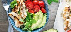 Een lekker koolhydraatarm hoofdgerecht, kipshoarma salade. Met dit recept hebben iets wat bekend staat als ongezond omgetoverd in een gezonde salade.