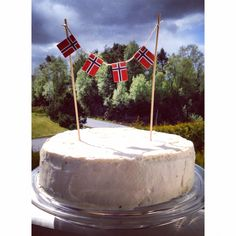 17. Mai kake National constitution day Norway Red Velvet cake Velvet Cake, Red Velvet, Jarlsberg, Constitution Day, Norwegian Food, Public Holidays, Norway, Food Ideas, Homemade