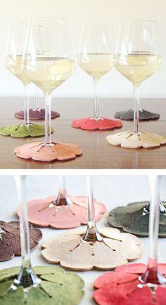 Para las copas, hacen a la vez de posa vasos y para diferenciar de quién es cada copa. Sólo habría que actualizar el diseño y hacer algo más modernete jijijijijijiji