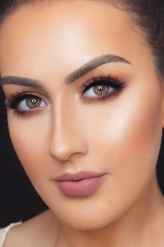 Spring break makeup is on every lady's mind these days. That is why to help you meet the season in full armor we are going to discuss all the recent makeup trends.#makeup#makeuplover#makeupjunkie#springbreak