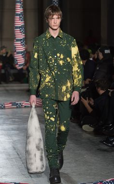 Guys are sporting this trend too, ladies! Raf Simons completed his Fall/ Winter 2014 show with an allover yellow paint splatter on top of the structured suiting for his men's collection.