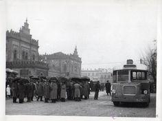 Foto de la antigua Estación de ferrocarril Plaza de Armas de Sevilla. Años 1950. Mide 24 x 18 cm. - Foto 1
