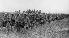 WW1, 1916, Battle of the Somme. French soldiers in the mud.  -La PremièreGM…