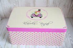 Personalizowany kuferek na kartki ślubne z motywem boćka i żaby :) Dookoła pudełka urocze, ręcznie malowane serduszka. Do kupienia w sklepie internetowym Madame Allure :) Lunch Box, Bento Box