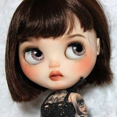 ♡Eden♡ custom #2 looking so fly! I LOVE how cool she looks Sweet and so many tattoos ! She's now on my etsy link in bio #customblythe #instablythe #blythe #blythedoll #blythestagram #doll #blythecustom #mjusi #tattoos #blytheworld #blythelove