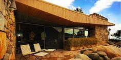 The Edris House designed by architect E. Stewart Williams is a beautiful Mid-century Modern desert house built in 1955, in Palm Springs, CA.
