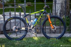 Geoff Kabush's winning machine at the Carson City Off-Road. Geoff chose to run a 2x set up with Di2 electronic shifting.