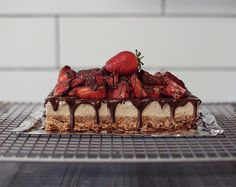 Strawberry and Chocolate Baked Cheesecake 🍓🍫 No Bake Cheesecake, Strawberry, Vegan, Chocolate, Baking, Desserts, Food, Tailgate Desserts, Deserts