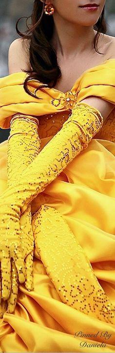 Ideas for dress yellow elegant colour Yellow Pantone, Pantone Color, Yellow Fashion, Gold Fashion, Divas, Jaune Orange, Costume, Mellow Yellow, Bright Yellow