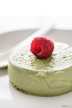Rich and Creamy Green Tea Panna Cotta - so easy, it takes less than 10 minutes to prepare!