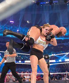 Ronda Rousey On Female WWE Wrestling & Lessons Learned The Bella Twins, Wrestling Superstars, Wrestling Divas, Rounda Rousey, Ronda Rousey Mma, Boxe Fight, Wwe Funny, Wwe Superstar Roman Reigns, Wwe Female Wrestlers