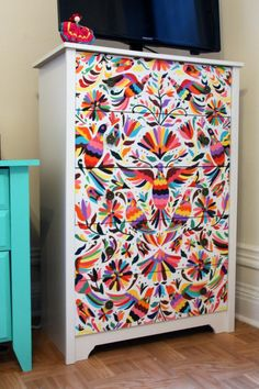 Hand-Painted Otomí Mexican-Style Dresser, I love this! Hand Painted Furniture, Funky Furniture, Upcycled Furniture, Furniture Makeover, Furniture Stencil, Mexican Furniture, Furniture Ideas, Cheap Furniture, Furniture Removal