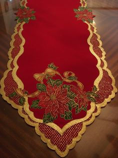 Pin on Spanish merry Christmas Christmas Projects, Holiday Crafts, Home Crafts, Christmas Time, Diy And Crafts, Christmas Runner, Felt Christmas Decorations, Christmas Candles, Christmas Ornaments