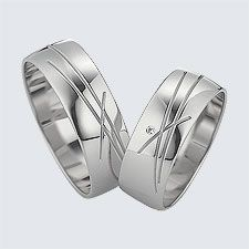 Verighete din aur alb cu design modern. Pot fi realizate din aur alb, aur galben sau aur roz. La cerere sunt posibile şi alte modificări. Wedding Ring Styles, Wedding Rings, Couple Rings, Fashion Rings, Gold Jewelry, Diys, Gold Rings, Saints, Rings For Men