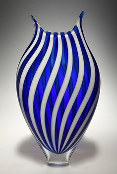Art glass vases and vessels dance in the light, given form by the careful talent of today's finest American glass artists. Explore an incredible selection of art glass vases and vessels, each the result of an artist's unique vision. Art Of Glass, Blown Glass Art, Clear Glass, Cut Glass, Verre Design, Glass Design, Glass Vessel, Glass Ceramic, Blue Dream