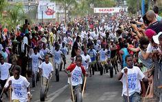 #Mayotte : Succès auprès du public de la célèbre course de pneus dans les rues de Mamoudzou http://www.indian-ocean-times.com/Mayotte-Succes-aupres-du-public-de-la-celebre-course-de-pneus-dans-les-rues-de-Mamoudzou_a3916.html … pic.twitter.com/VAQ5c4e7Gl @_ile_maurice