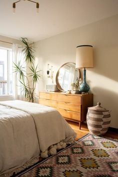 "A San Francisco Boho Beach Rental Apartment Interior designer Christina Higham's fiancé Daniel works from home AND is an avid surfer. So their small San Francisco rental's home office is called ""The Board Room. Apartment Chic, Apartment Therapy, Apartment Goals, Beach Apartment Decor, Apartment Interior, Apartment Bedrooms, Apartment Ideas, Bohemian Apartment, Apartment Door"
