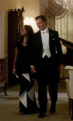 Don't they make a beautiful couple? Fitz rock a tie and tails when he hosts the Royal Family Of Caledonia at a State dinner..And for once both are happy...