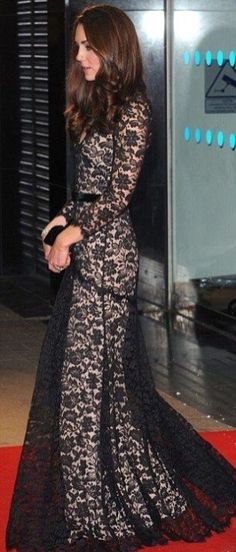 Kate Middleton in an elegant lace black dress Princesa Kate Middleton, Looks Kate Middleton, Glamour, Prince William And Kate, Mode Hijab, Princess Kate, Queen, Facon, Royal Fashion