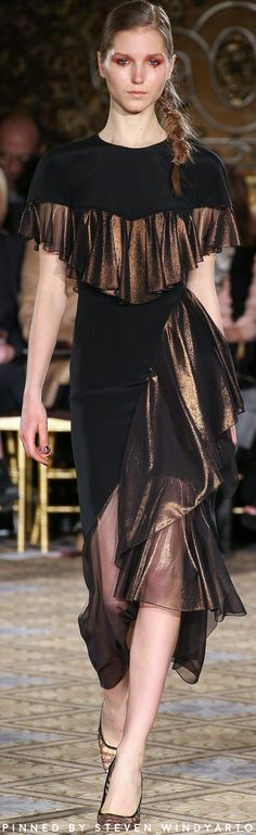 Christian Siriano Fall 2017 Ready-to-Wear Fashion Show High Fashion Outfits, Fashion 2017, Runway Fashion, Fashion Show, Fashion Design, Fasion, Alexander Mcqueen, Christian Siriano, Christian Dior