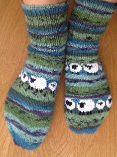 woolly warm socks with sheep – socken stricken Fair Isle Knitting, Loom Knitting, Knitting Socks, Baby Knitting, Knitting Patterns, Crochet Patterns, Stitch Patterns, Warm Socks, Wool Yarn