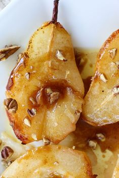 and delicious Simple Baked Pears with Maple Syrup recipe! It's on the healthy side, too!Easy and delicious Simple Baked Pears with Maple Syrup recipe! It's on the healthy side, too! Pear Dessert Recipes, Healthy Fruit Desserts, Healthy Fruits, Köstliche Desserts, Easy Healthy Recipes, Gourmet Recipes, Cooking Recipes, Pear Recipes Easy, Easy Pudding Recipes
