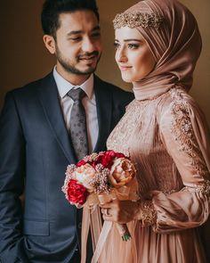Sade ve zarif çiftim🍃🍃 – Wedding ideas Bridal Hijab, Muslim Wedding Dresses, Muslim Brides, Wedding Hijab, Muslim Couples, Wedding Poses, Wedding Photoshoot, Wedding Couples, Bridal Dresses