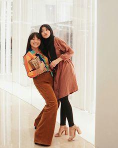 90s Fashion, Hijab Fashion, Fashion Outfits, Ootd Hijab, Hijab Outfit, Floral Homecoming Dresses, Jakarta Fashion Week, Girl Crushes, Role Models