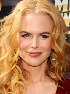Nicole Kidman, who is getting worldwide praise for her role in HBO's Big Little Lies, has dyed her hair bleach. Nicole Kidman, Natural Redhead, Natural Hair, Flawless Face, Female Actresses, Princesa Diana, Hollywood Actresses, Hollywood Glamour, Beautiful Actresses