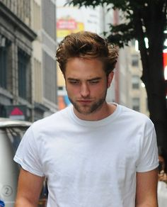 Robert Pattinson Walks Through NYC's Trendy Neighborhood SoHo