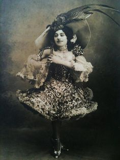 Leger-Lia a dwarf actress and performer postcard from 1910s.