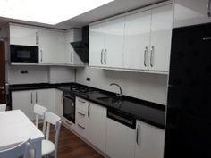 mutfak_dolabi_beyaz_acrylic_siyah_tezgah_siyah_ankastre