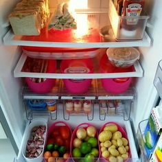como organizar a geladeira - - Fridge Organization, Kitchen Cabinet Organization, Organization Hacks, Fridge Storage, Gallery Wall Shelves, European Kitchens, Ideas Para Organizar, Kitchen Pantry, Pantry Diy