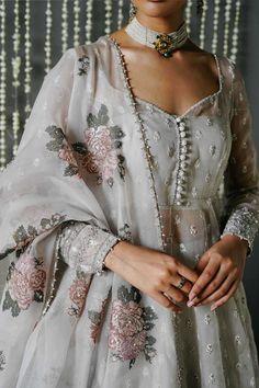 Indian Bridal Outfits, Pakistani Bridal Dresses, Pakistani Dress Design, Pakistani Outfits, Pakistani Engagement Dresses, Pakistani Party Wear, Pakistani Designer Suits, Dress Indian Style, Indian Fashion Dresses