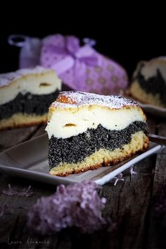 Cream cheese and poppy seed easy pie. Sweet Desserts, No Bake Desserts, Just Desserts, Sweet Recipes, Delicious Desserts, Dessert Recipes, Romanian Desserts, Romanian Food, Caramel Crunch