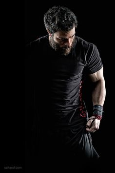 Crossfit Photography on Behance - Fitness Work Fitness Workouts, Sport Fitness, Fun Workouts, Fitness Models, Crossfit Photography, Photography Poses For Men, Sport Photography, Male Fitness Photography, Dramatic Photography