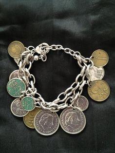 Bedelarmbandje met vintage muntjes...lijken net echt....grappig! :-)