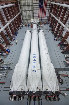 Space And Astronomy Falcon Heavy first stage at SpaceX facilities in Cape Canaveral. - SpaceX has completed assembly of the Falcon Heavy's three-core first stage, and it plans to launch the heavy-lift rocket in January. Cosmos, Sistema Solar, Spacex Falcon Heavy, Nasa Space Program, Cape Canaveral, Space Rocket, Air Space, Deep Space, Ex Machina
