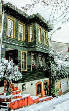 Foto: Mustafa ÖZTÜRK ÇENGELKÖY --İSTANBUL  ᘡℓvᘠ❉ღϠ₡ღ✻↞❁✦彡●⊱❊⊰✦❁ ڿڰۣ❁ ℓα-ℓα-ℓα вσηηє νιє ♡༺✿༻♡·✳︎· ❀‿ ❀ ·✳︎· SAT NOV 19, 2016 ✨ gυяυ ✤ॐ ✧⚜✧ ❦♥⭐♢∘❃♦♡❊ нανє α ηι¢є ∂αу ❊ღ༺✿༻✨♥♫ ~*~ ♪ ♥✫❁✦⊱❊⊰●彡✦❁↠ ஜℓvஜ Turkish Architecture, Art And Architecture, Beautiful Places To Visit, Beautiful Homes, Orient House, Winter Scenery, Turkey Travel, Historical Pictures, Places Around The World