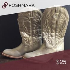 🌸HP🌸GOLD Cowboy boots (new) Cowboy boots (new)  Sz 6.5.  🌸Host Pick Weekend Wear Party🌸 Rampage Shoes Combat & Moto Boots